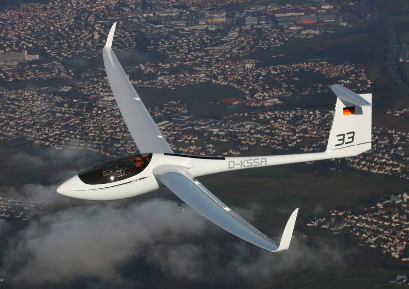 AVX-as33-alexander-schleicher-maiden-flight-inflight