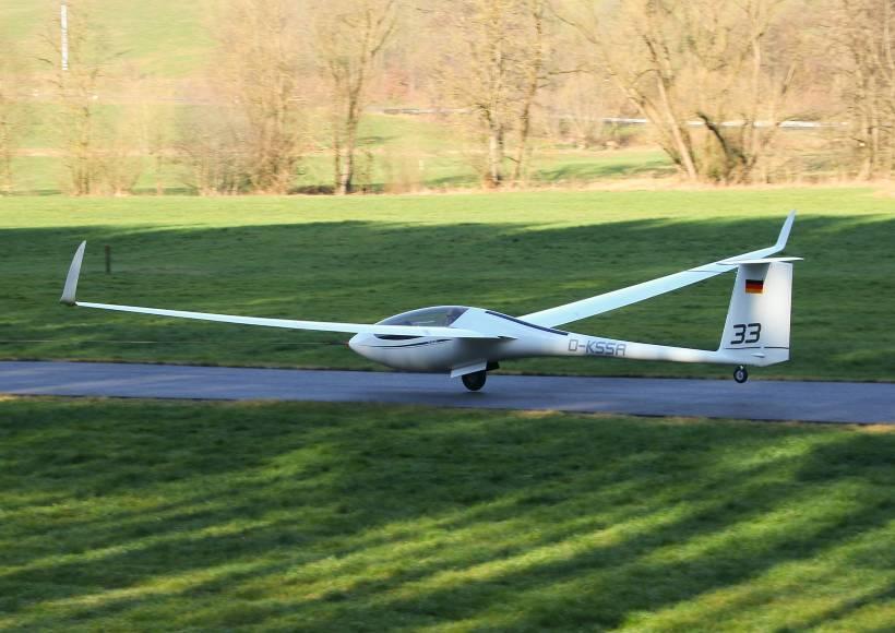 AVX-as33-alexander-schleicher-maiden-flight-takeoff