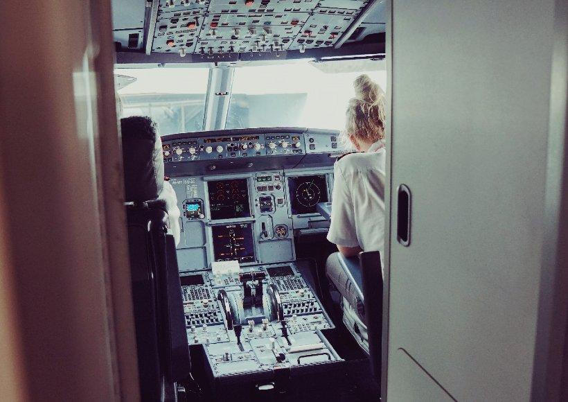 AVX-female-pilot