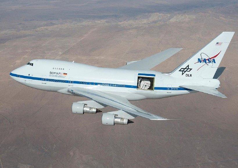 AVX-sofia-telescope-inflight-hatch-open