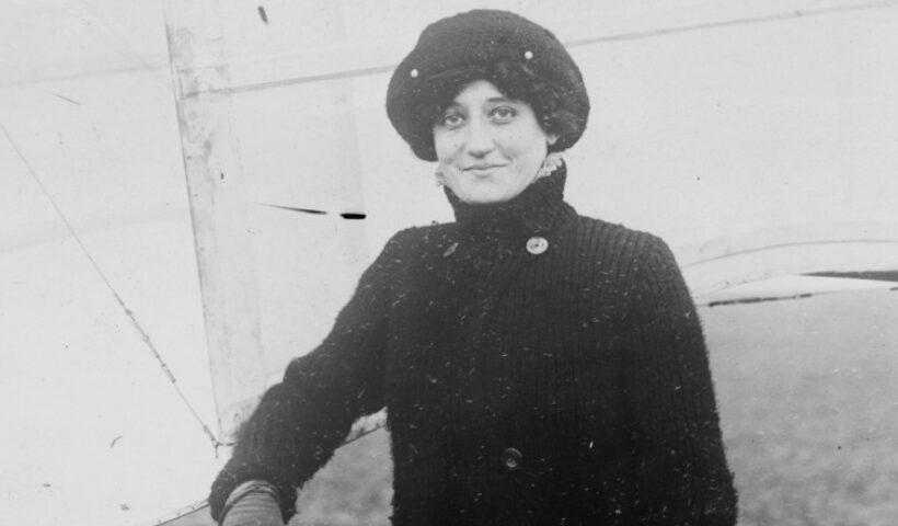 AVX-first-woman-pilot-licence-delaroche