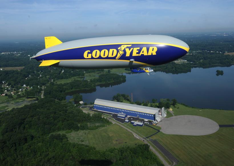 AVX-zeppelin-nt-goodyear-WINGFOOT-ONE-inflight